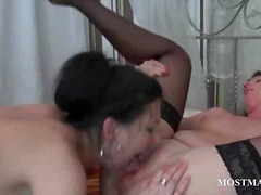 puke, dinidilaan, stocking, oral sex