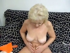 mamies, strip, masturbation