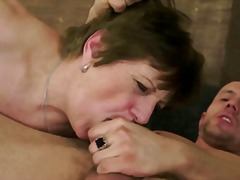 Young loves cum in mature pussy