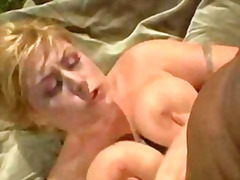 groot gat, bj, tatoo, olie, blond, titjob, hard