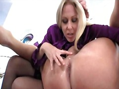 mamme, leccature, dildo indossabile, donne dominanti, culo