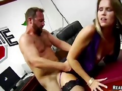 Brown gal sucking a huge sweet dick and then freaked hard.
